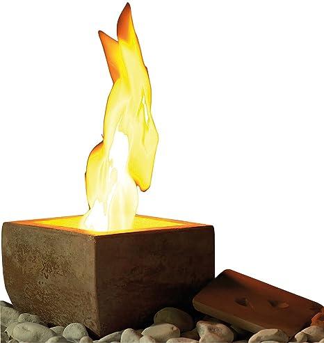 Estufa de etanol de Carlo Milanocon aspecto de terracota, fuego de decoración