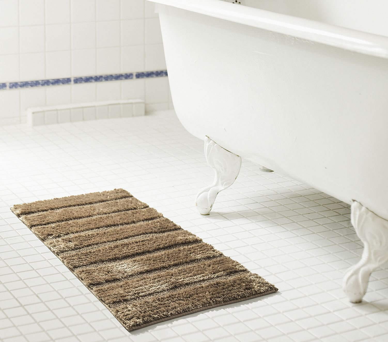 "RT Designers Collection Bello Microfiber Bath Mat, Taupe, 20"" x 32"" - Includes (1x) 20 x 32 in. Bello microfiber bath mat Non-skid backing, non-slip surface for added safety Instantly give your bathroom a stylish modern feel with this microfiber bath mat - bathroom-linens, bathroom, bath-mats - 71NJOV1ZqTL -"