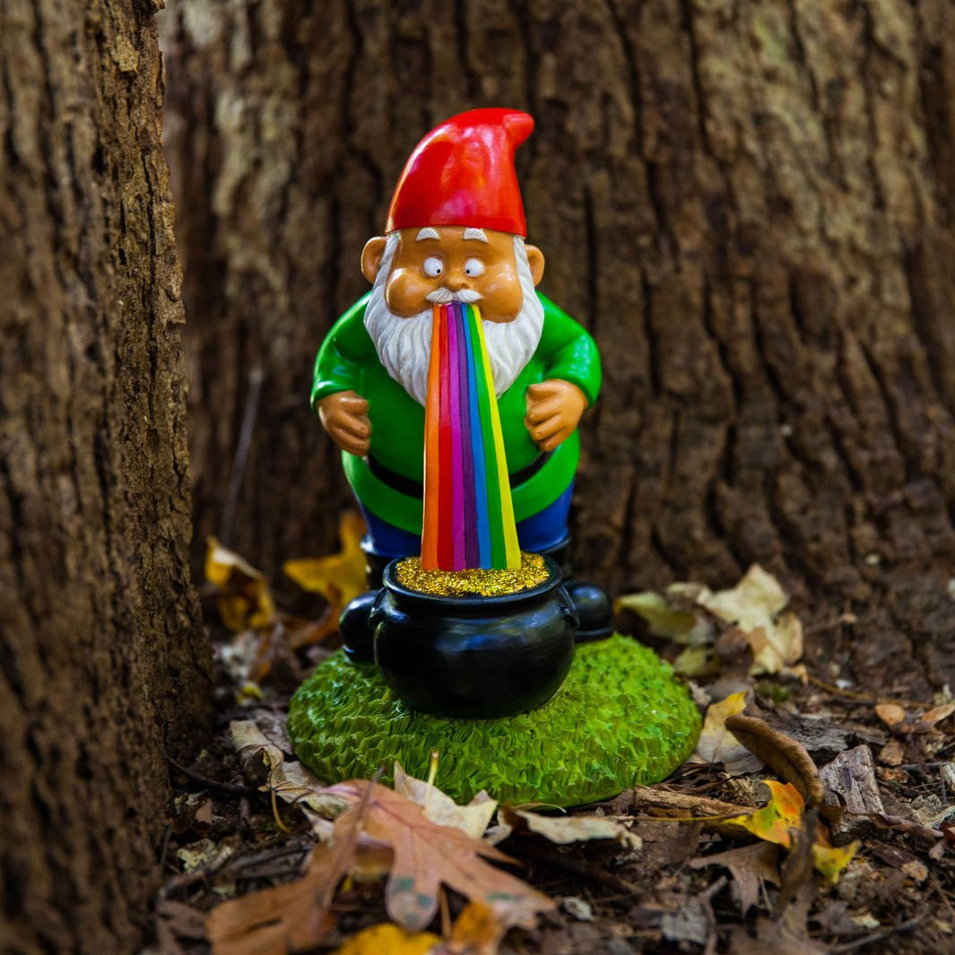 Amazon.com : BigMouth Inc Lucky Rainbow 9-inch Tall Garden Gnome ...