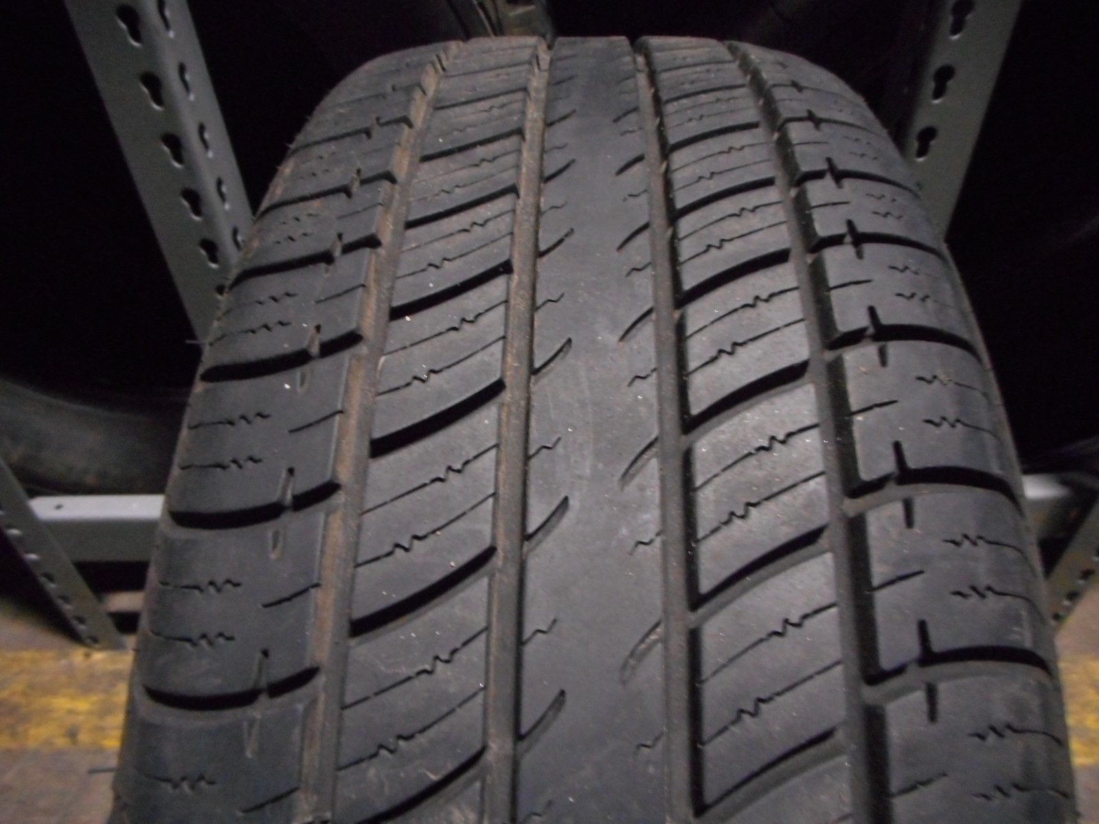 Uniroyal Tiger Paw Touring HR Radial Tire 215//65R15 96H