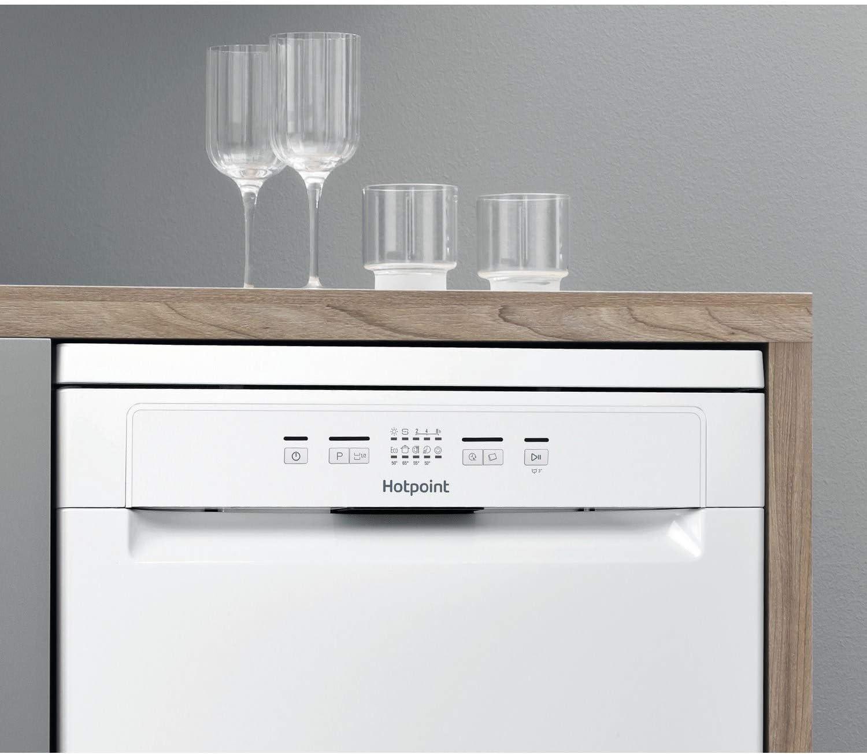 White Hotpoint AquariusPlus Freestanding Dishwasher