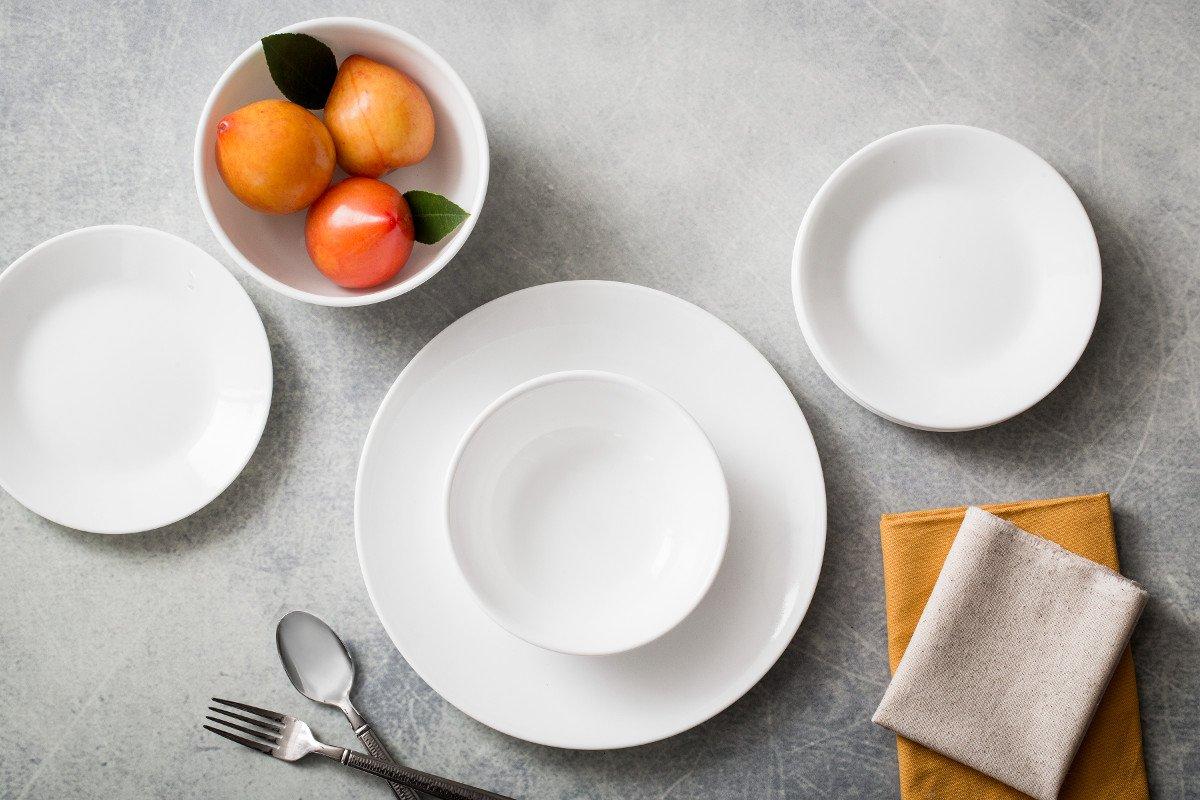 Amazon.com: Corelle Winter Frost White Dinnerware Set with Storage ...
