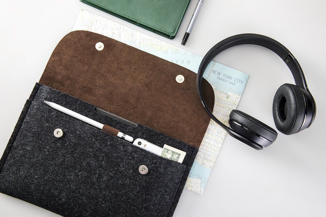 Grey CitySheep Handmade Case Sleeve Cover Pouch for Apple iPad 10.5 iPad Pro 10.5 Computer Tablet Genuine Leather and Pure Wool Felt 2 Compartments and Pencil Holder Scratch and Hit Protection