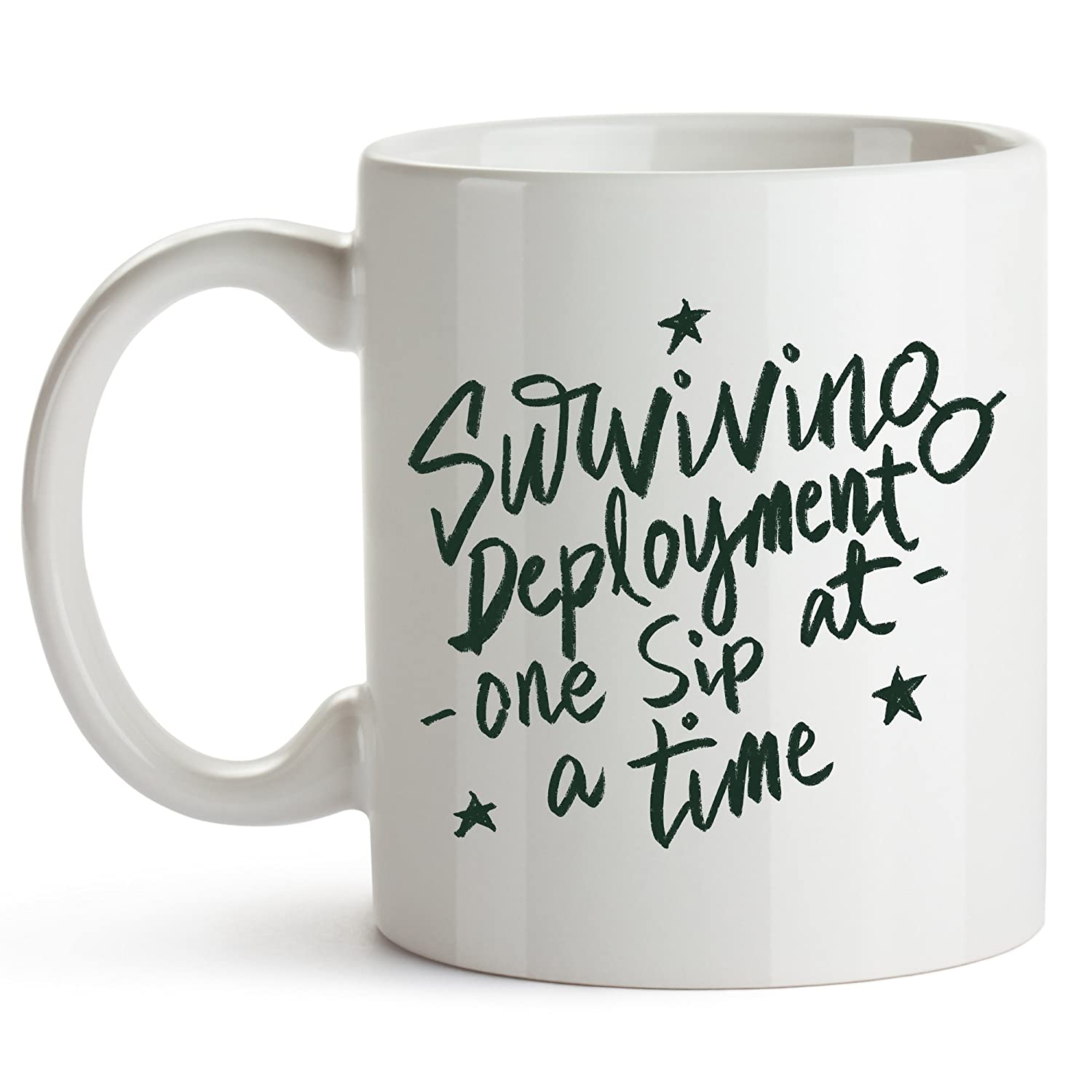 Surviving導入、1つSip At A Time – Funny Coffee Mug – 導入サバイバルCup、Surviving導入、1つSip At A Time、軍事妻、導入   B073SR9265