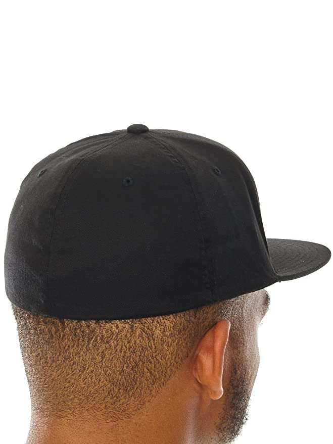 d0cc26e721a Vans Black-Black Home Team Flat Peak Flexfit Cap  Amazon.co.uk  Clothing
