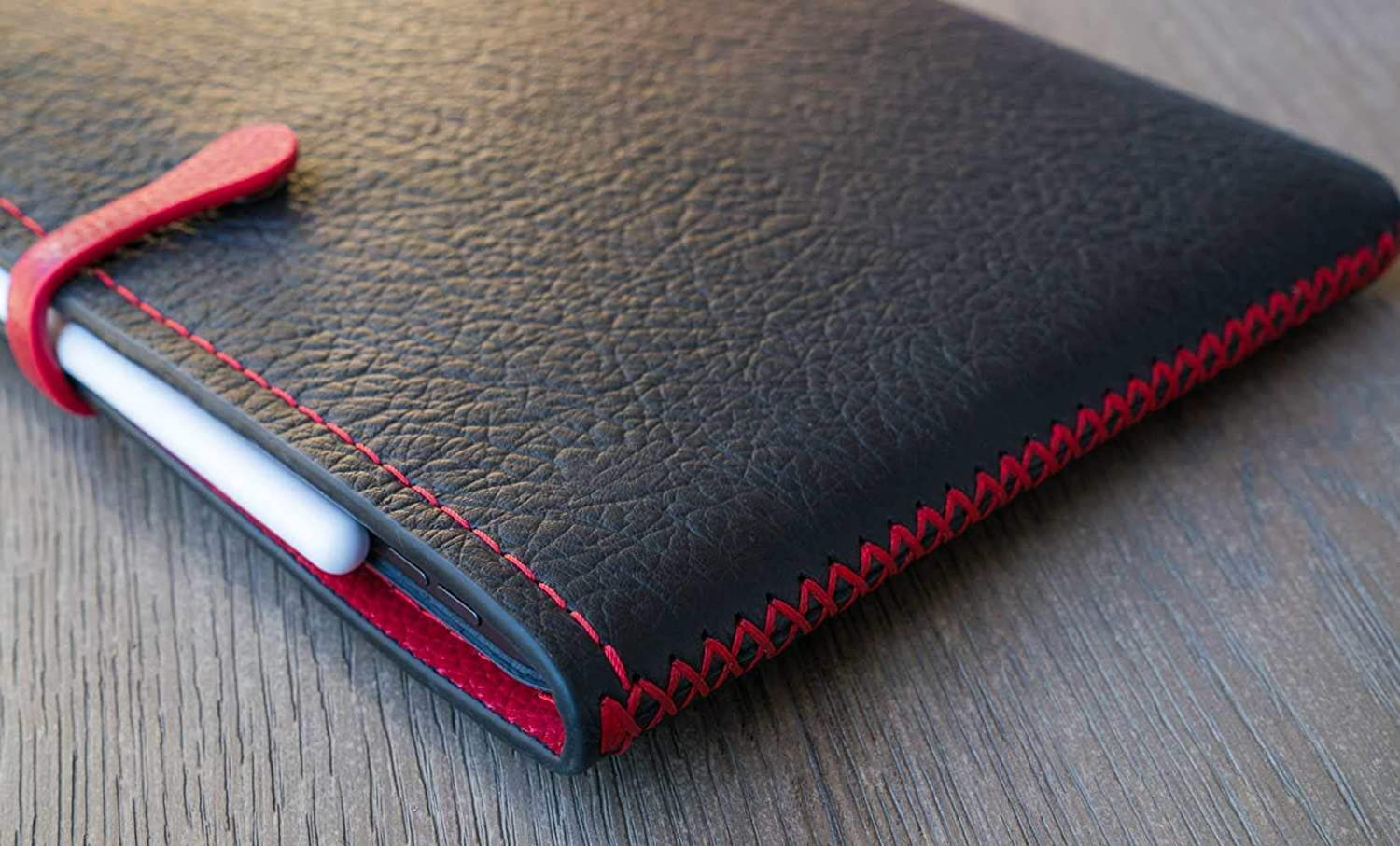 Classic Sleeve for Apple MacBook Pro and iPad Pro, Personalized, Black/Red. (GQ 100 BEST THINGS IN THE WORLD, 2018)