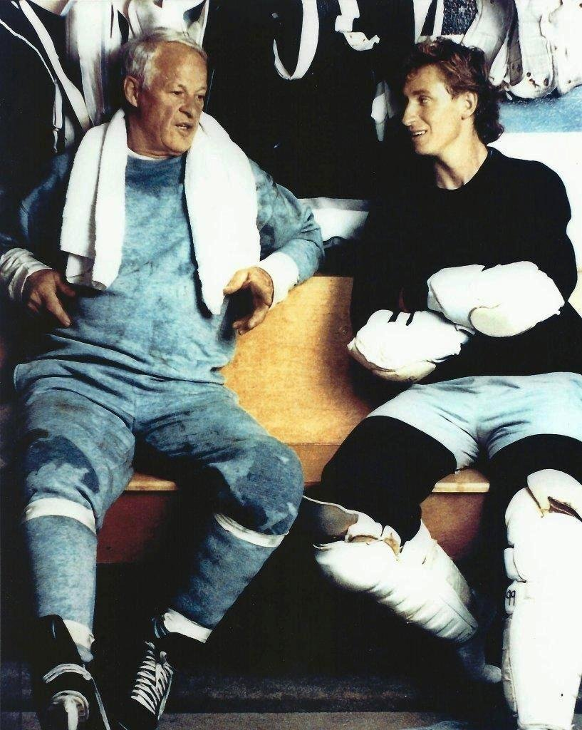 Hockey Wayne Gretzky & Gordie Howe in the locker room - 20''x24'' Photo, Mounted in 22''x28'' Double Matt and Framed with Plexi Glass by NHL Collectibles