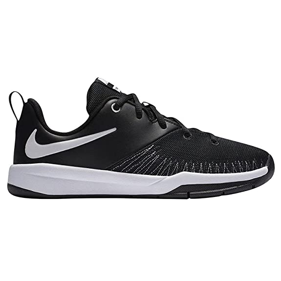 Nike Boy's Team Hustle D 7 Basketball Shoe