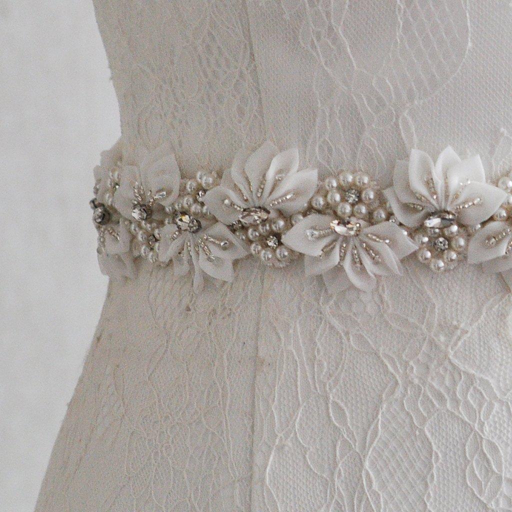 275 x 2cm Blanco MagiDeal Cintur/ón de Lazo con Perlas Flor Artificial Vestido de Futura Esposa Perlas Falsas Accesorio de Boda de Color Champa/ña