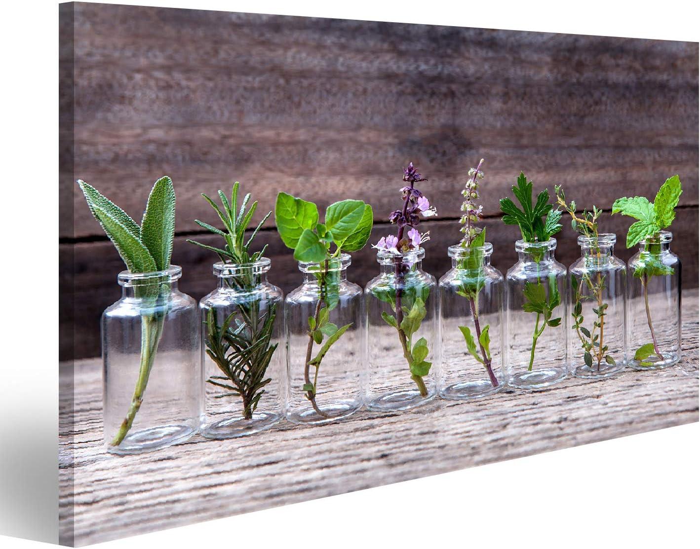 Cuadro Cuadros Botella de aceite esencial con hierbas flor de albahaca sagrada flor de albahaca flor de albahacaemaryoregano sageparsley tomillo y menta montada sobre fondo de madera antigua
