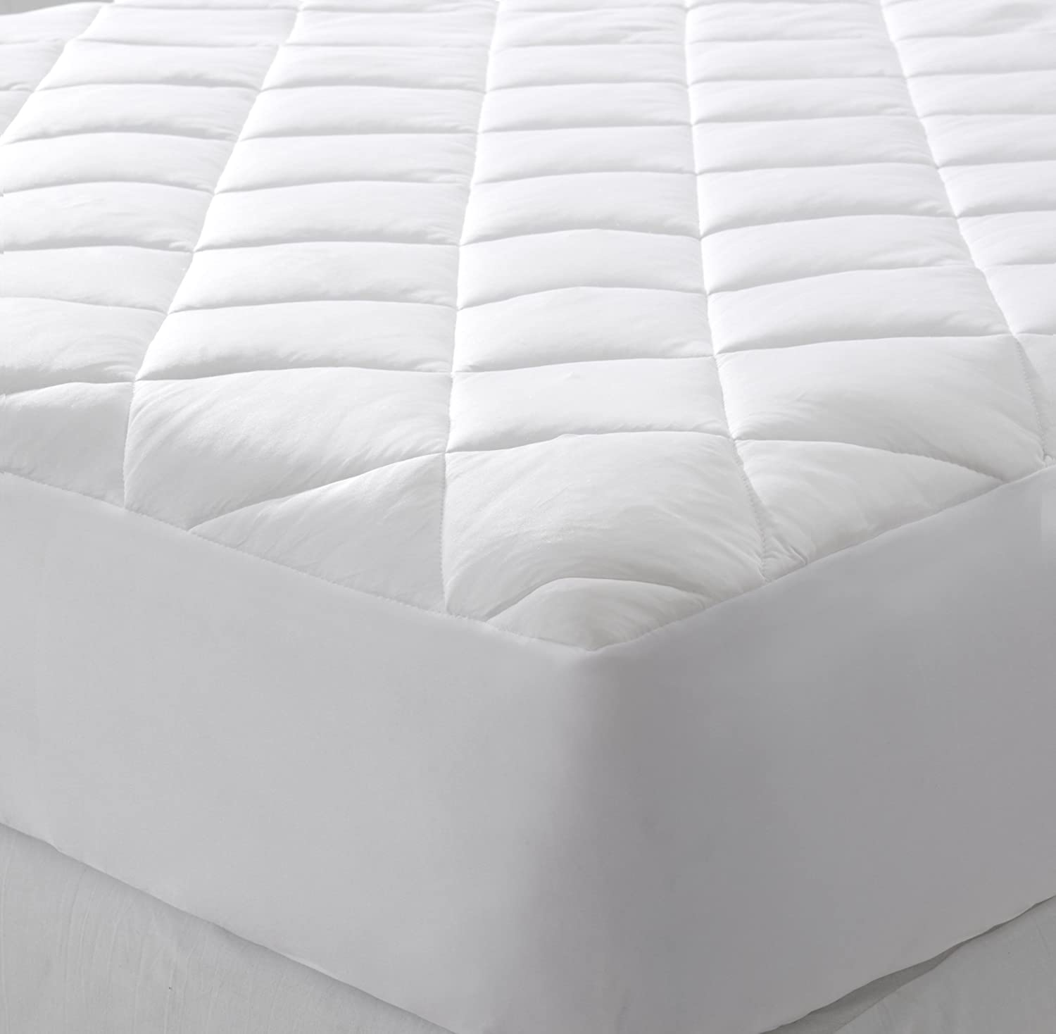 Extra Plush Hypoallergenic Topper with Cooling Fibers That Absorb and Redistribute Body Heat Queen, White 100/% Microfiber Shell Great Bay Home Cooling Mattress Pad
