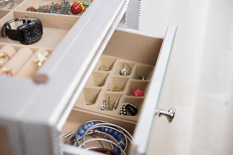 Amazoncom Hives and Honey Mia Jewelry Armoire Metallic Silver