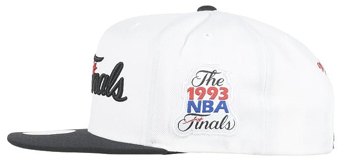 b98f262387e Amazon.com   Chicago Bulls Mitchell   Ness 1993 NBA Finals Commemorative Hat    Sports   Outdoors