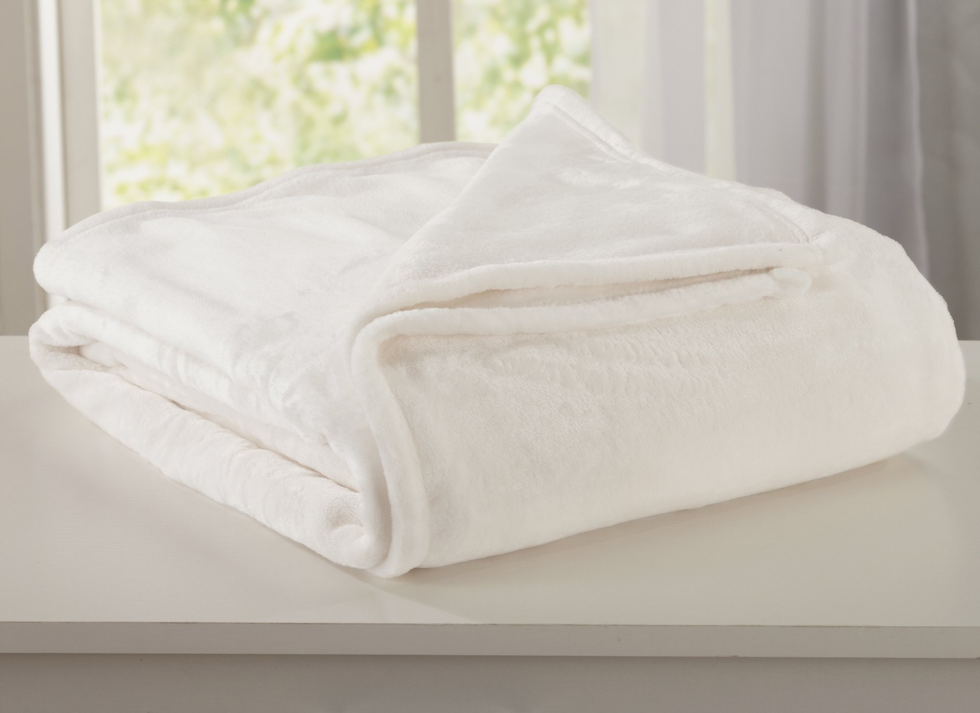 Home Fashion Designs Marlo Collection Ultra Velvet Plush All-Season Super Soft Luxury Bed Blanket. Lightweight and Warm for Ultimate Comfort. By Brand. (Full/Queen, Whisper White)