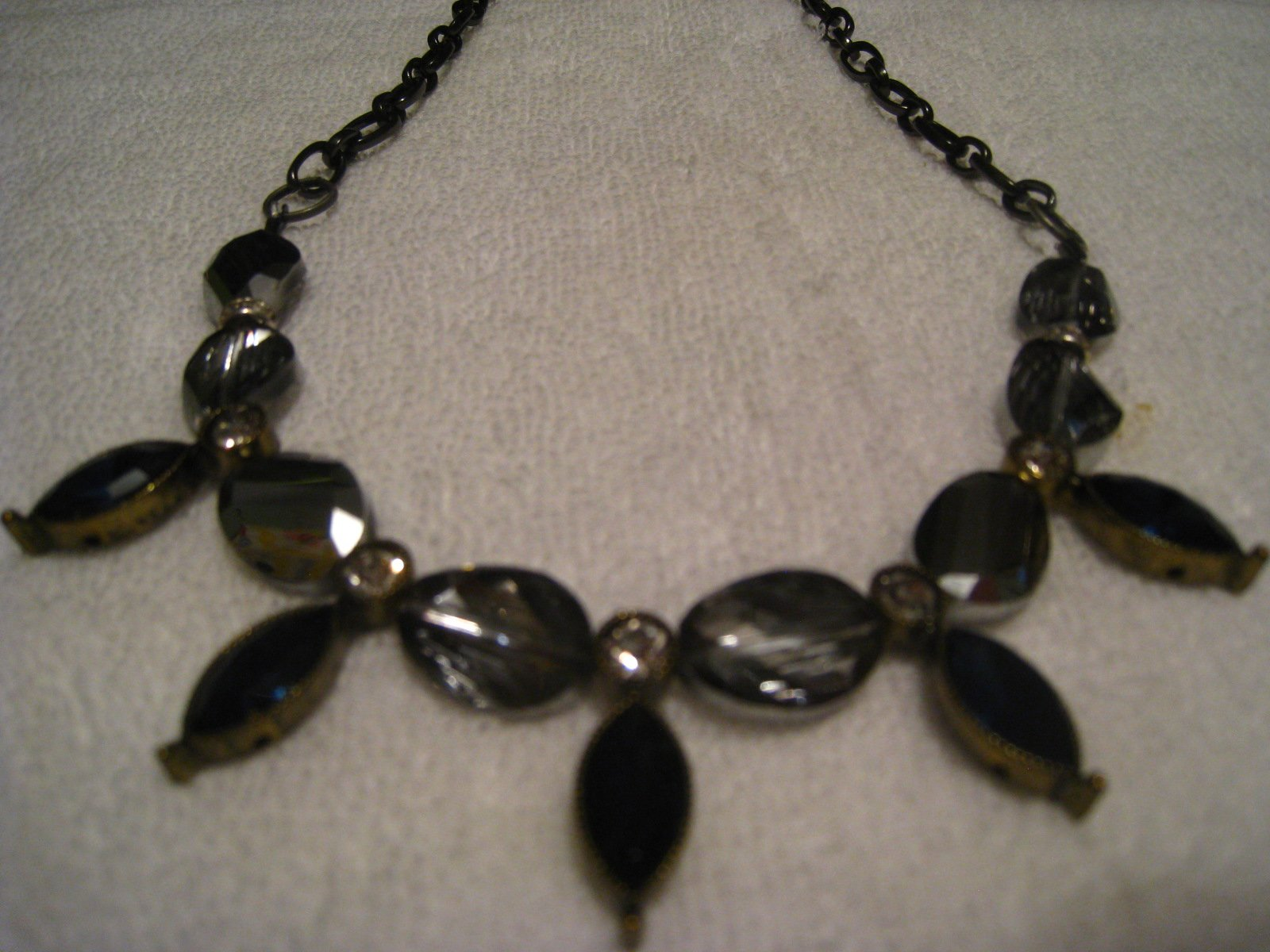 Necklace choker style with matching earrings