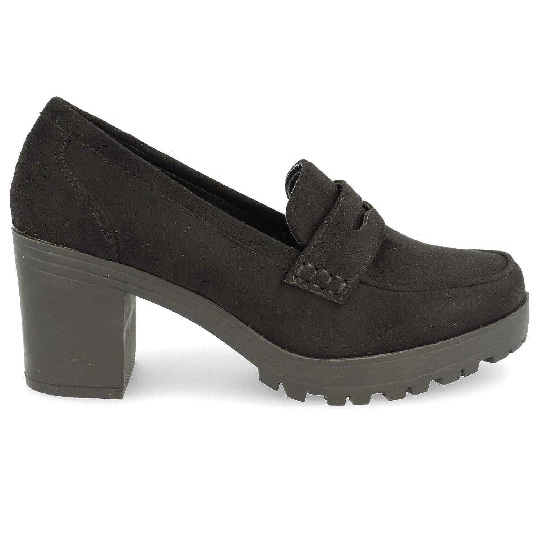 Zapato de tacón Cuadrado con Plataforma de Goma. Tipo mocasín con Antifaz. Altura de tacón: 7 cm. Altura de Plataforma: 3 cm.