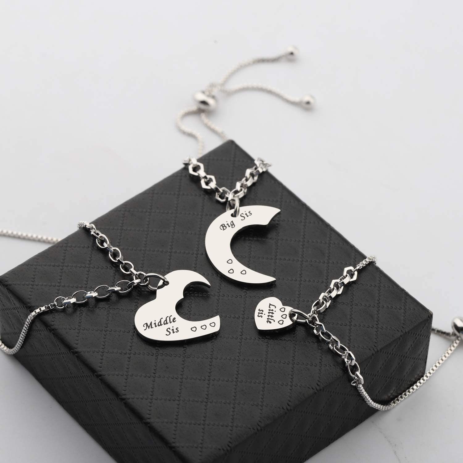 FUSTMW Sisters Gifts The Love Between Sisters is Forever 3 Sisters Keychain Set Gift for Big sis Mid Sis Lil Sister Jewelry