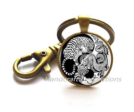 Amazon.com: Encanto de Ying-Yang dragón y tigre llavero ...