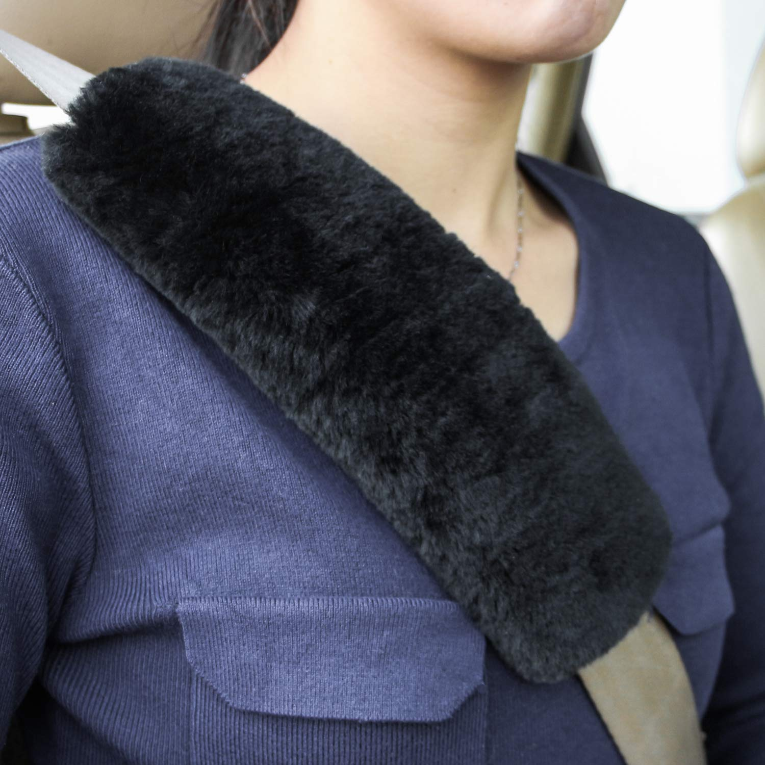 ROYAGO Soft Genuine Sheepskin Wool Auto Seat Belt Cover Seatbelt Shoulder Pad for a More Comfortable Driving, Compatible with All Cars(Black)