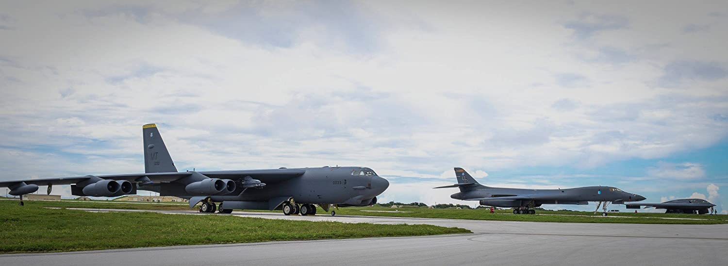 A b-52 Stratofortress、B - 1、B - 2 Sit Beside One Another on the flightline at Anders   B00TJT0TP4