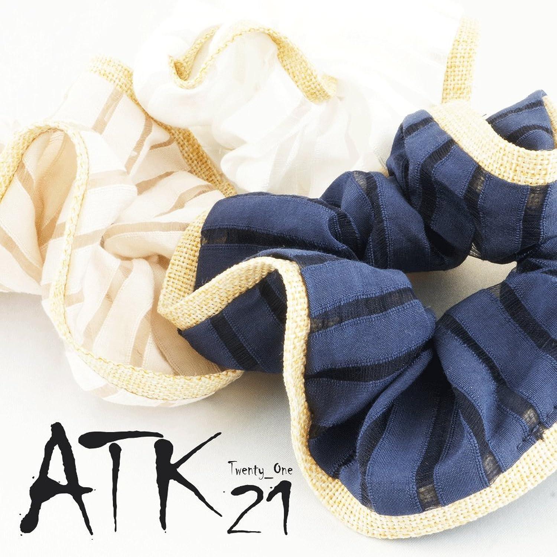 ATK21(エーティーケートゥエンティ―ワン)透かしストライプシュシュ 864円