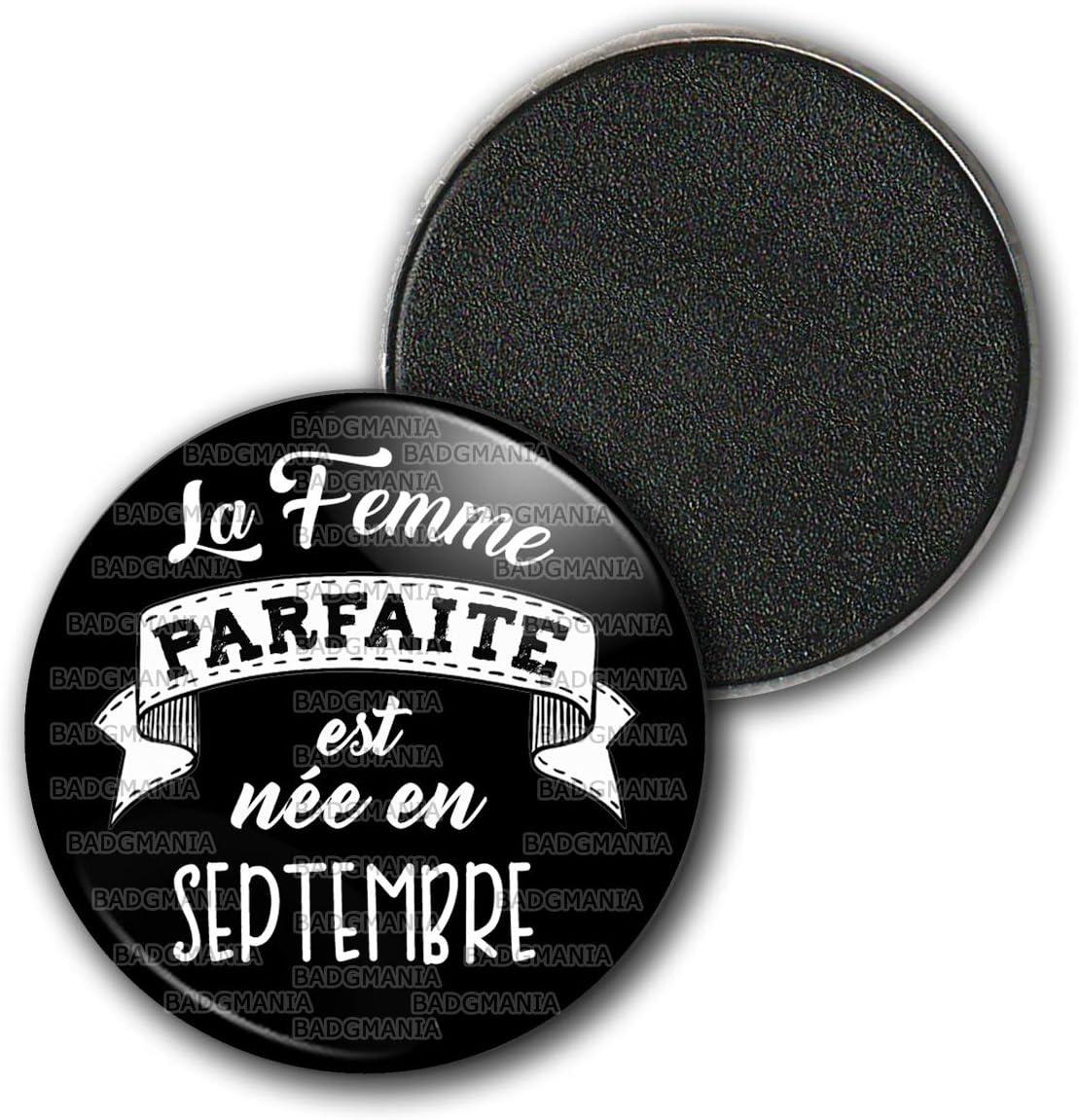 Badgmania Magnet Aimant Frigo 3.8cm La Femme Parfaite est N/ée en Septembre Humour Femme Id/ée Cadeau Anniversaire F/êtes Blanc sur Noir