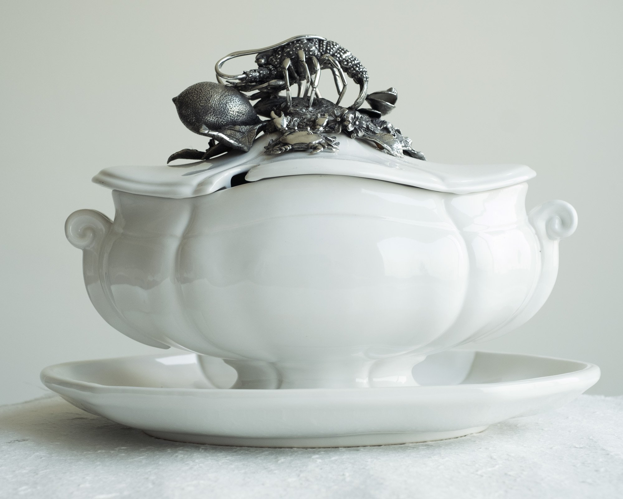 Vagabond House Sea Food Lobster Soup Tureen with Stoneware Tray 13'' x 9''