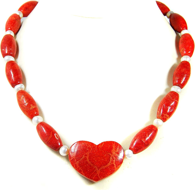 Collar para mujer con piedras preciosas de coral y perlas de agua dulce con un colgante en forma de corazón.