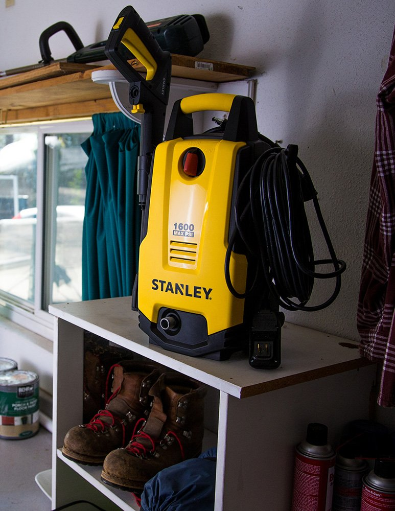 Stanley SHP1600 1600 Psi Electric Pressure Washer with Vari-Spray Nozzle, Wand, Spray Gun, 20' Hose & Detergent Bottle, Yellow by Stanley (Image #3)