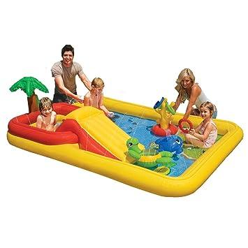 piscine-enfant-avec-toboggan