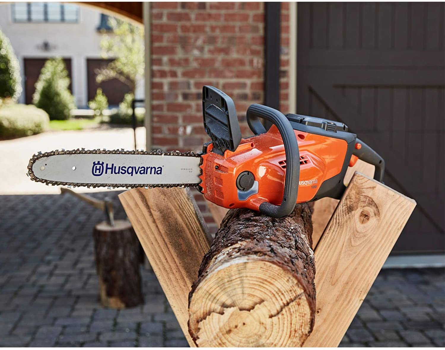 Best Cordless Chainsaw in 2020: Reviews & Buying Guide 3