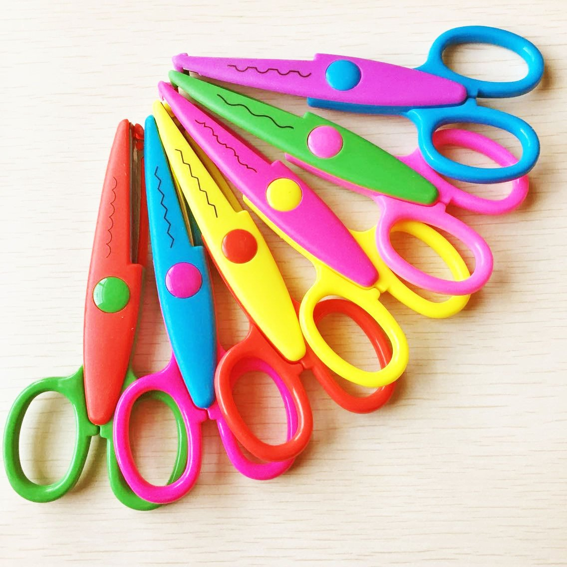 Worldoor New 5 Inch Length DIY Craft Scissors Creative Scissors School Smart Paper Decorative Wave Lace Edge Scissors - Set of 6 - Assorted Colors for scrapbook crafts and Gift Card (Pack of 6 - 5'')