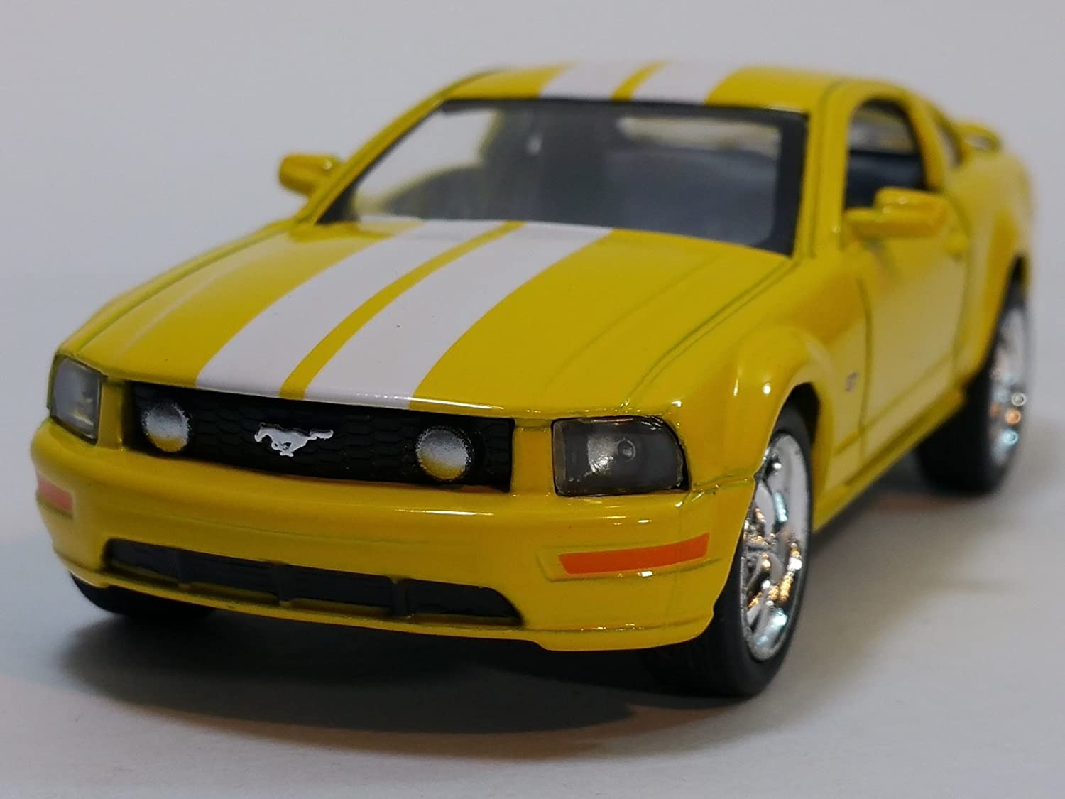 Kinsmart Yellow /& White Stripes 2006 Ford Mustang GT Hardtop 1//38 Scale Diecast Car