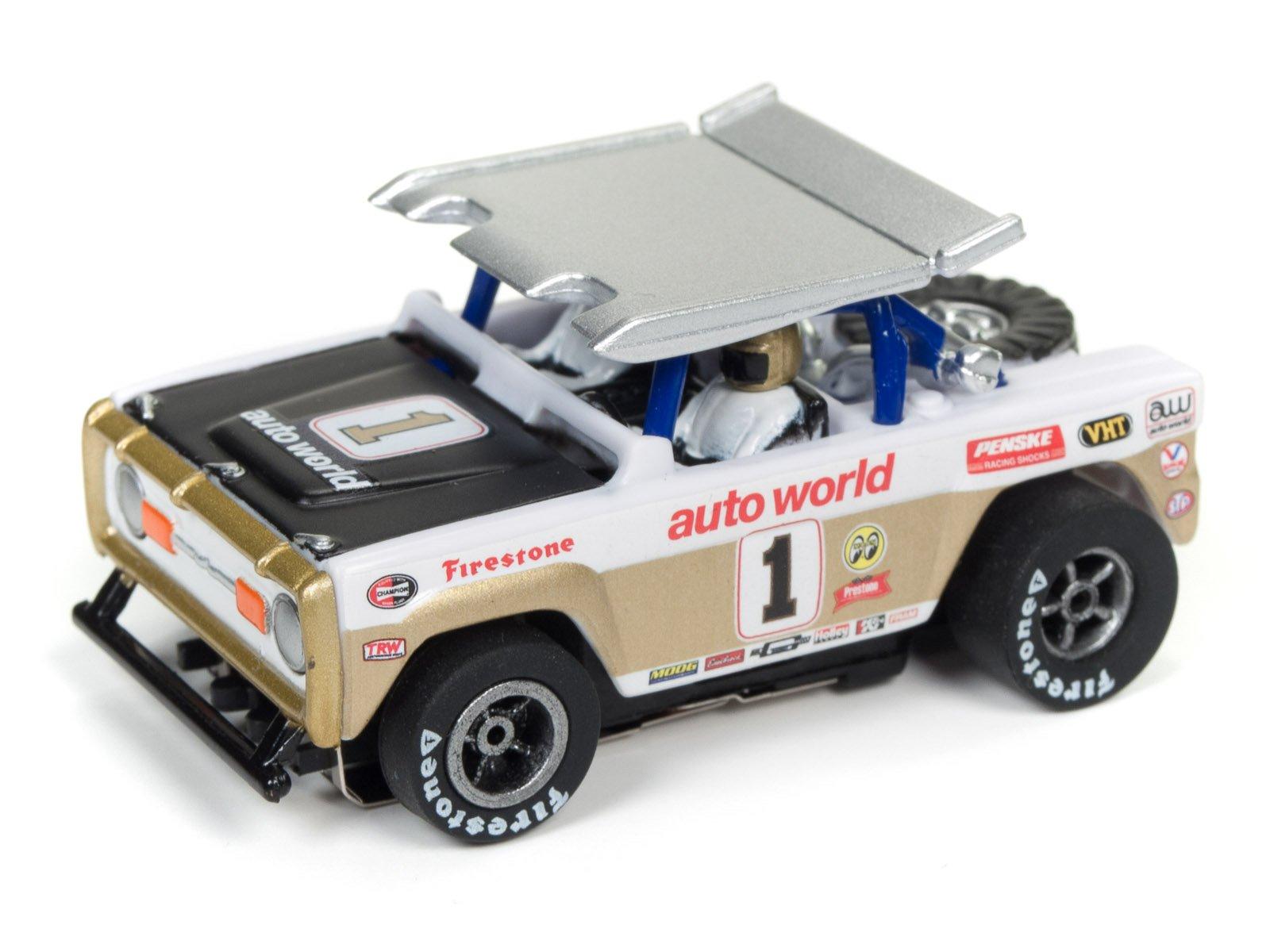 Auto World SRS322 14′ Baja Broncos Off-Road Challenge Slot Car Set by TeamWorks (Image #3)