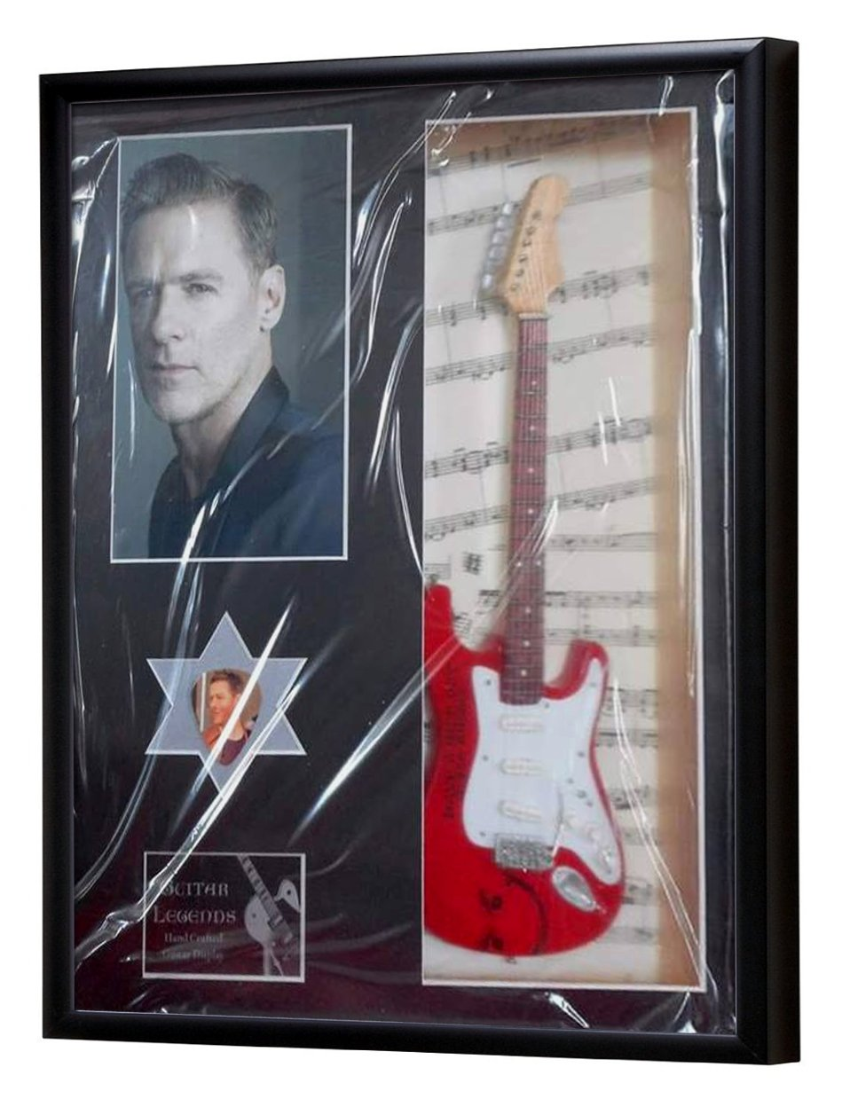 Bryan Adams Miniatur Gitarre gerahmt Display: Amazon.de: Küche ...