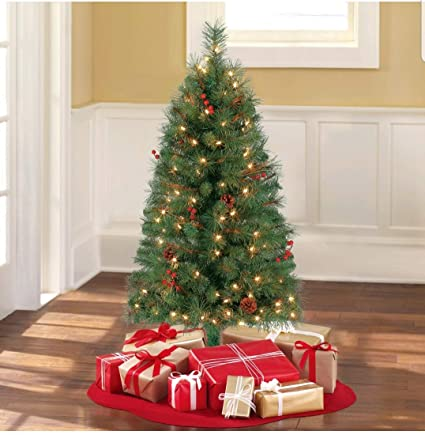 Holiday Time Christmas Tree.Amazon Com Holiday Time Pre Lit 4 Chester Pine Artificial