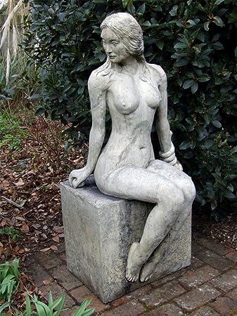 statues naked women garden