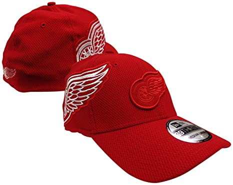 5aebebf79fc00 Detroit Red Wings Logo Twist 39THIRTY Red Flex Fit Hat   Cap Medium Large