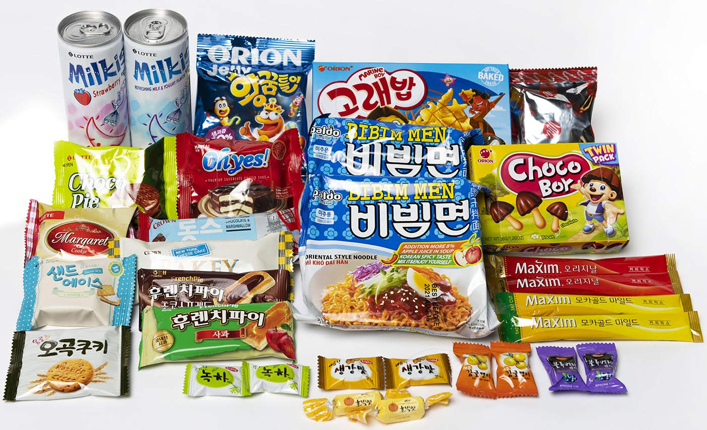 KOREAN SNACK BOX, Noodle/Ramen, Chips, Cookies, Candy, Drinks Variety Assortment, include CAN KOOZIE (32 pack)