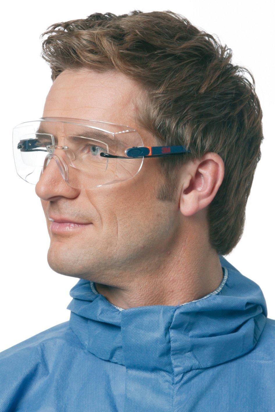 Cubregafas incoloro diseñado para cubrir todo tipo de gafas.