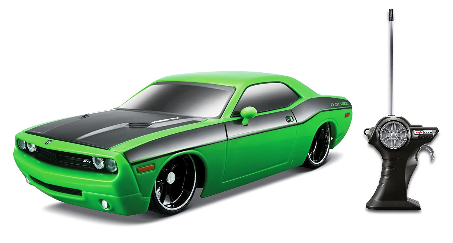 Amazon com maisto r c 1 24 scale 2006 dodge challenger concept radio control vehicle colors may vary toys games