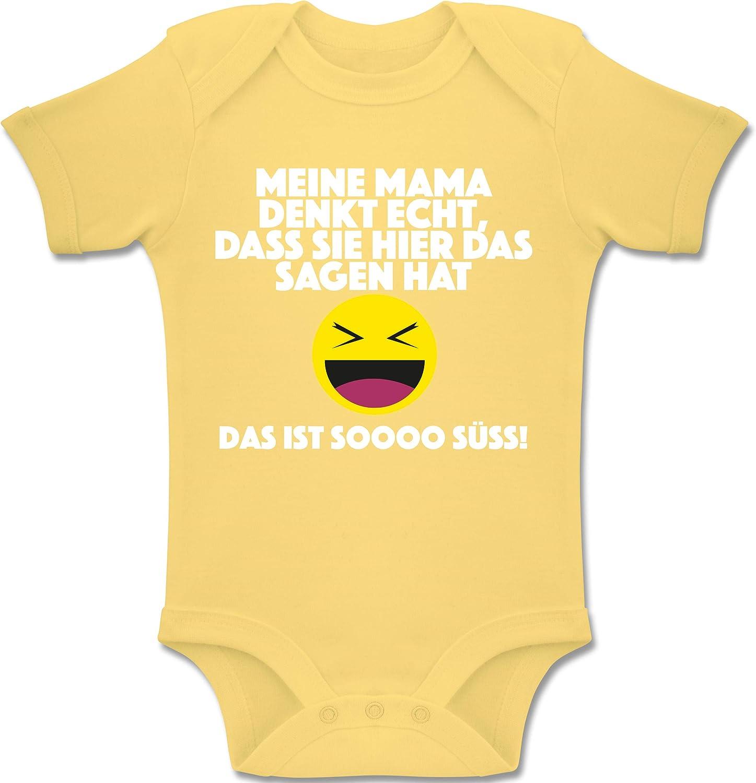 Das ist Soooo s/ü/ß! Emoticon DASS sie Hier das Sagen hat Meine Mama Denkt echt Shirtracer Spr/üche Baby Baby Body Kurzarm f/ür Jungen und M/ädchen