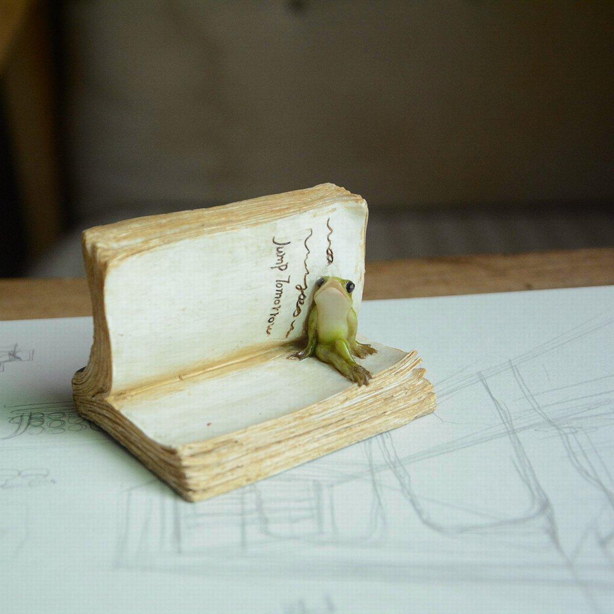 Top Collection Miniature Fairy Garden and Terrarium Frog on Book Figurine