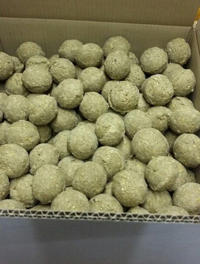 150 x Dawn Chorus Fresh Unetted Wild Bird Fat balls DC150