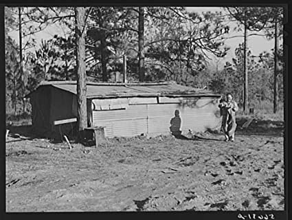 Campamento Livingston trabajador de la construcción de la Choza y tiendas cerca de Fort Beauregard.