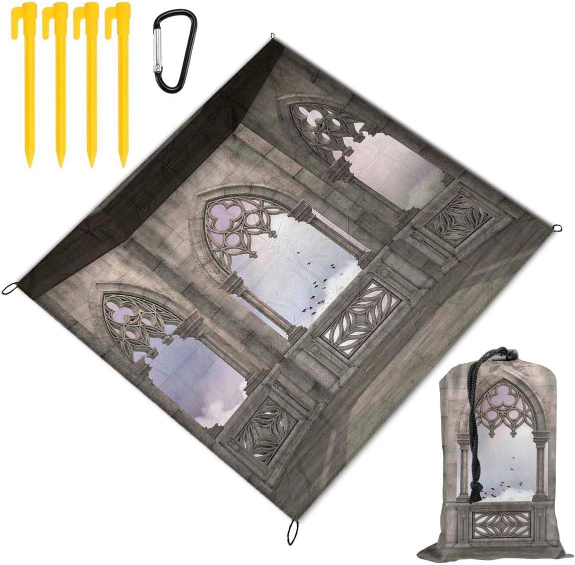 NOLYXICI Manta de Picnic 145x150cm,Balcón de Piedra Medieval con Curvas Diseño gráfico Mystic Middle Age Legend Story,Mantas de Playa al Aire Libre Impermeable Impermeable Estera para Senderismo