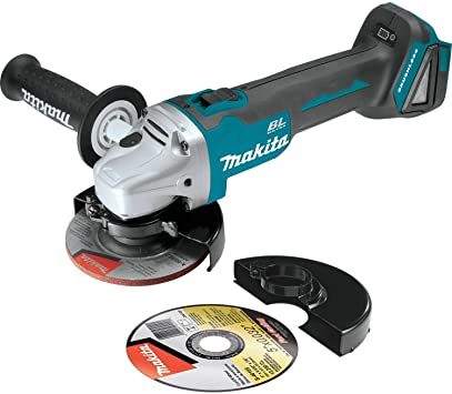 Makita XAG04Z featured image