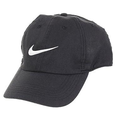 644028877da Nike Dri-FIT Train Twill Cap (Black and White)  Amazon.in  Clothing ...