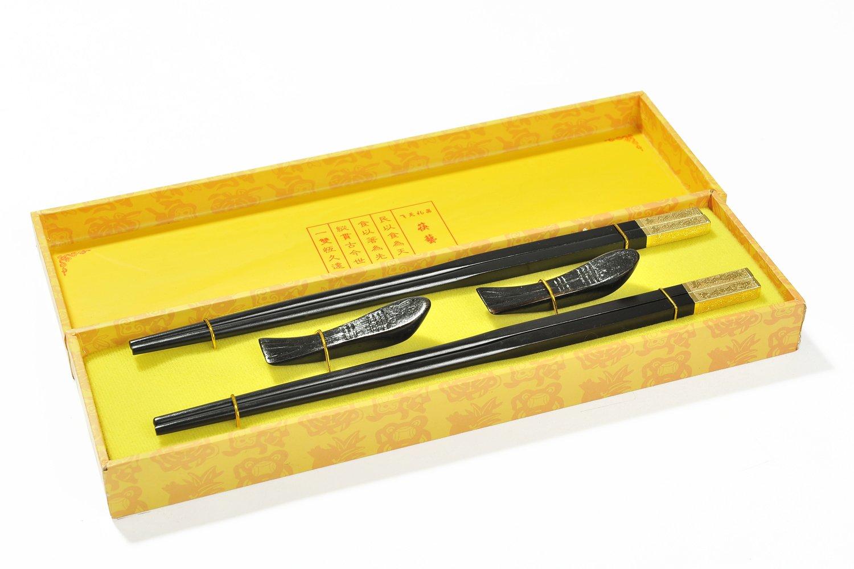 CS-EW-S2-01 FR 2 paires de baguettes et support Dimensions: 26,5 cm x 7,5 cm x 3cm /él/égantes baguettes en /éb/ène dans un coffret cadeau Abacus Asiatica: Dragon dor/é