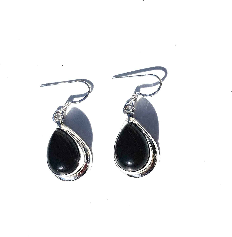 Ethnos Barcelona - Pendientes de plata y onix negro. Largo: 2,5 cms.